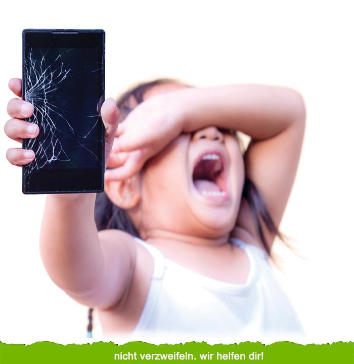 Baby Kind weint wegen eines kaputten iPhones. Apfel Service Bremen
